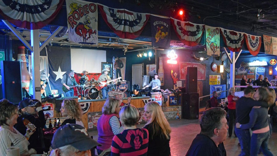 Lil' Red's Longhorn Saloon