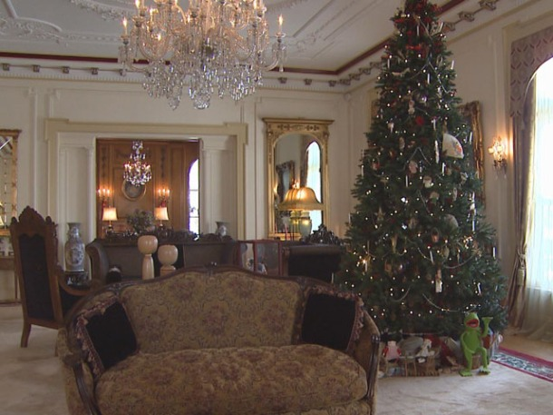The Colorado Governor's Mansion during the holidays (credit: CBS)
