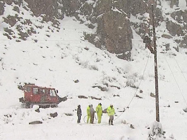The snowcat crew in Poudre Canyon (credit: CBS)