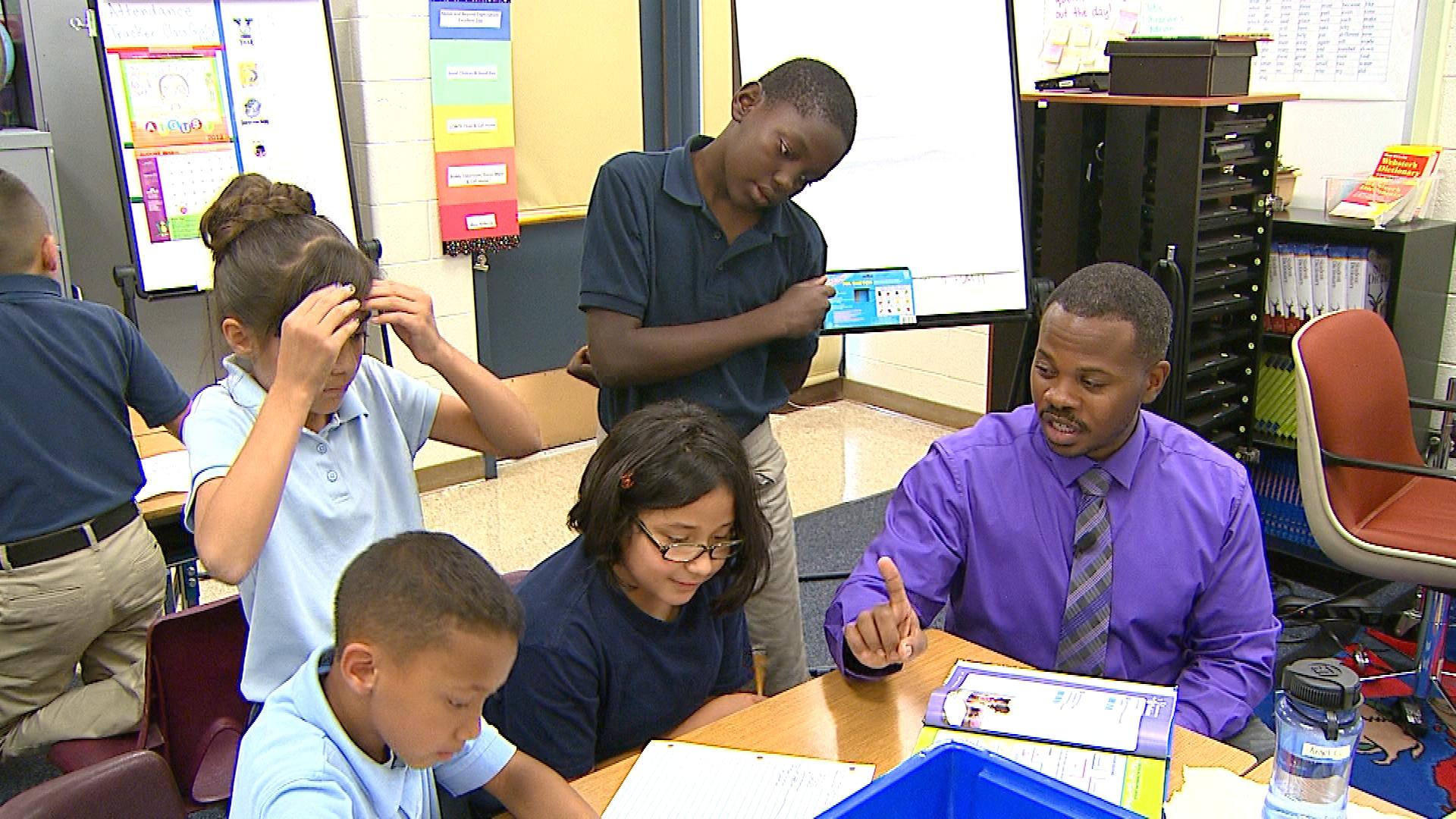 Matt Johnson helping his students at McGlone Elementary (credit: CBS)