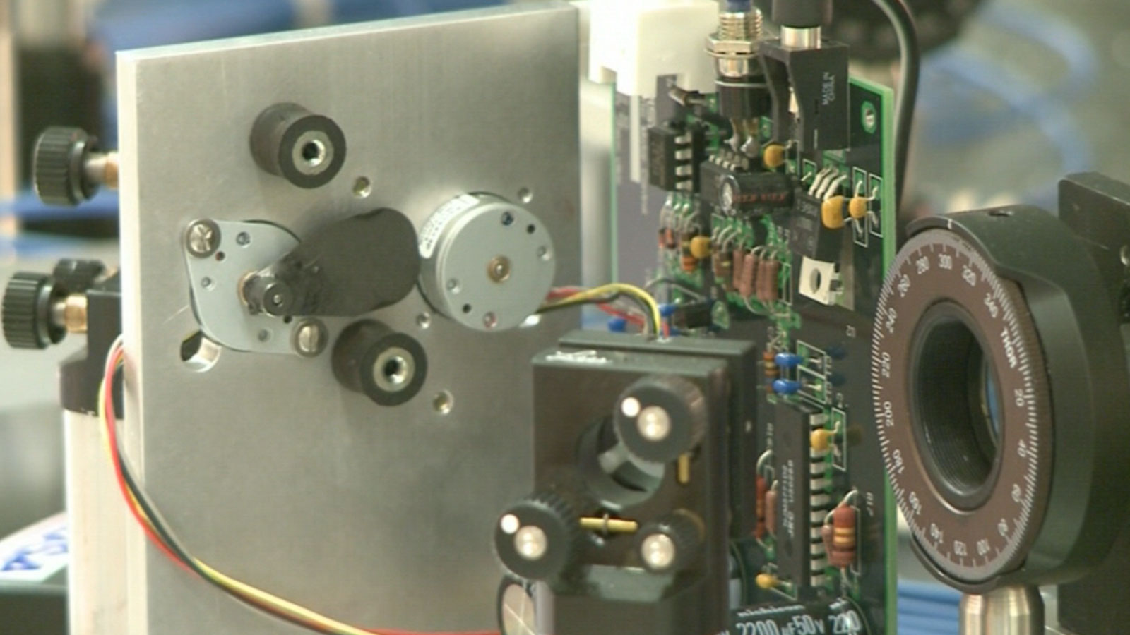 A new atomic clock debuted in Boulder that will set the standard for the rest of the U.S. (credit: CBS)