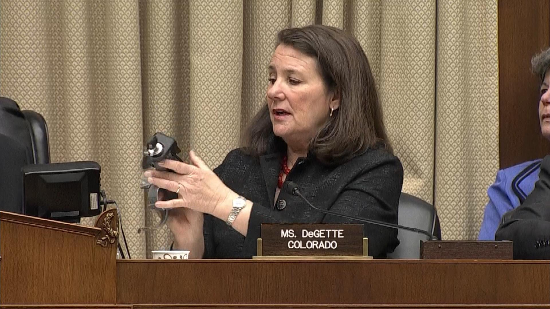 Diana DeGette, D-Colorado, holds up an ignition switch for one of the cars (credit; CBS)