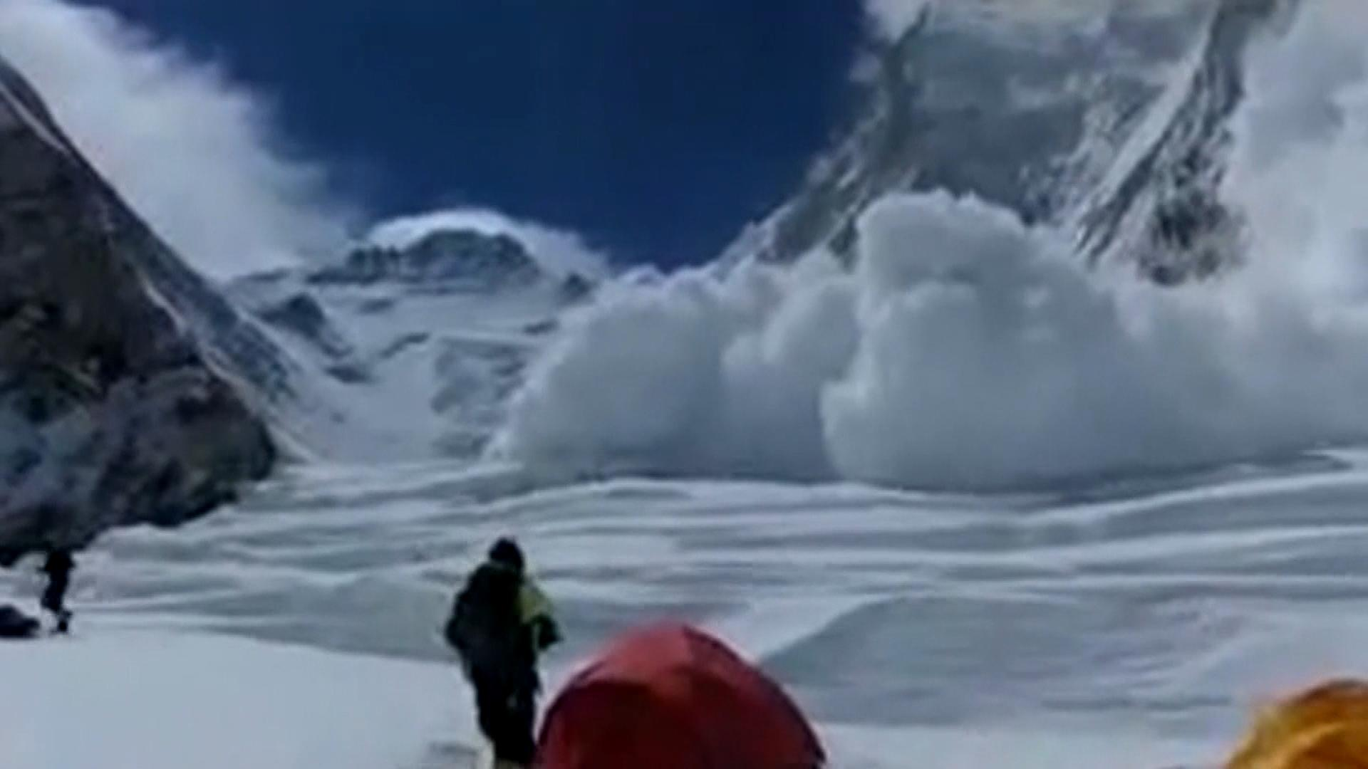 An image of the avalanche (credit: CBS)