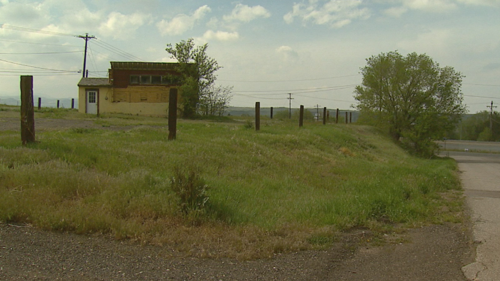 The land where the proposed halfway house would be built in Jefferson County (credit: CBS)