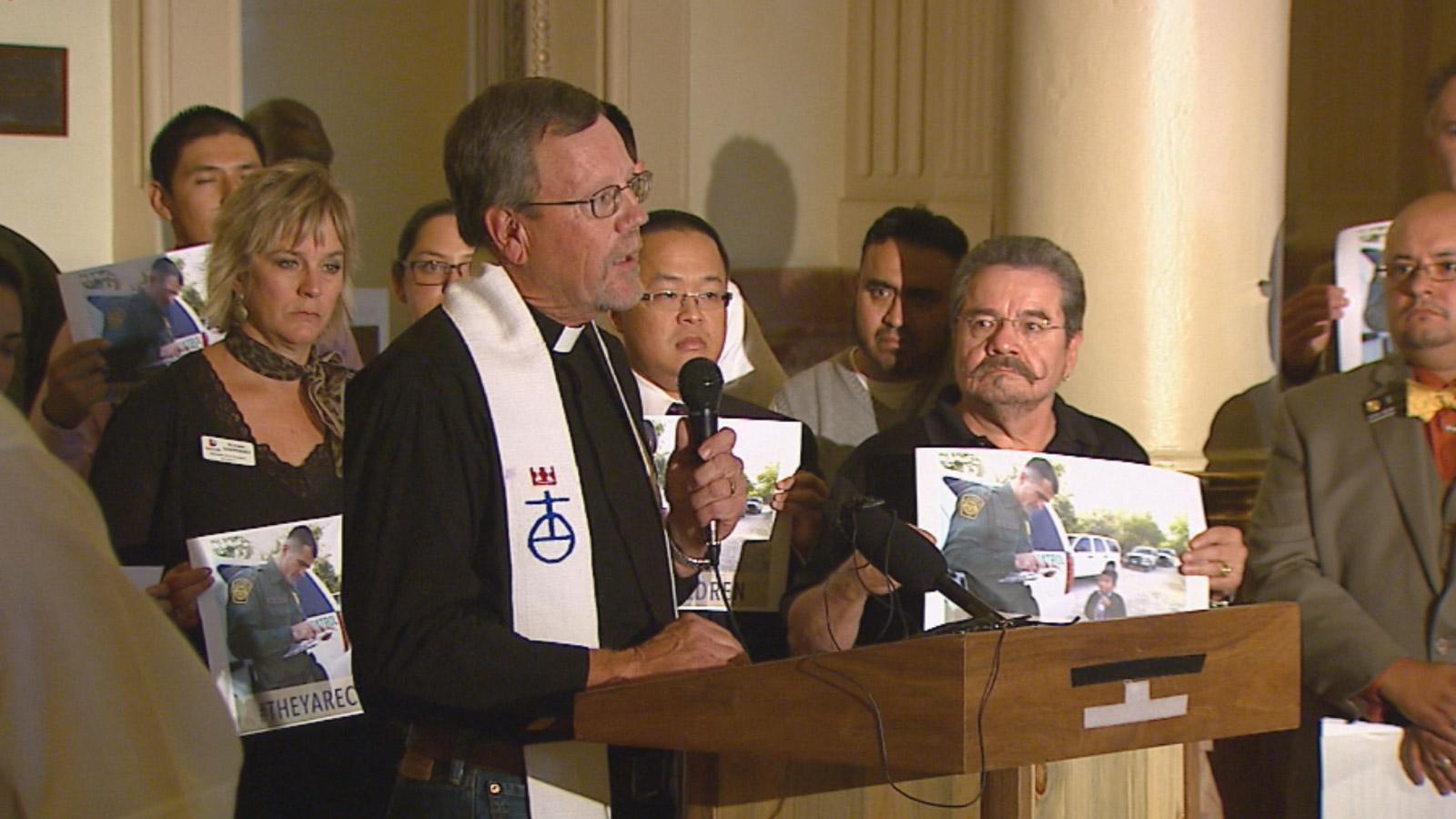 Groups gathered at the state Capitol to pressure Congress to take action with immigrant children (credit: CBS)
