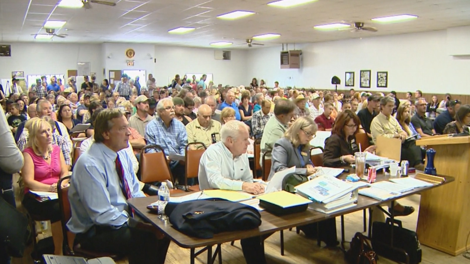 Hundreds packed a meeting to discuss Riot Fest  near Byers (credit: CBS)