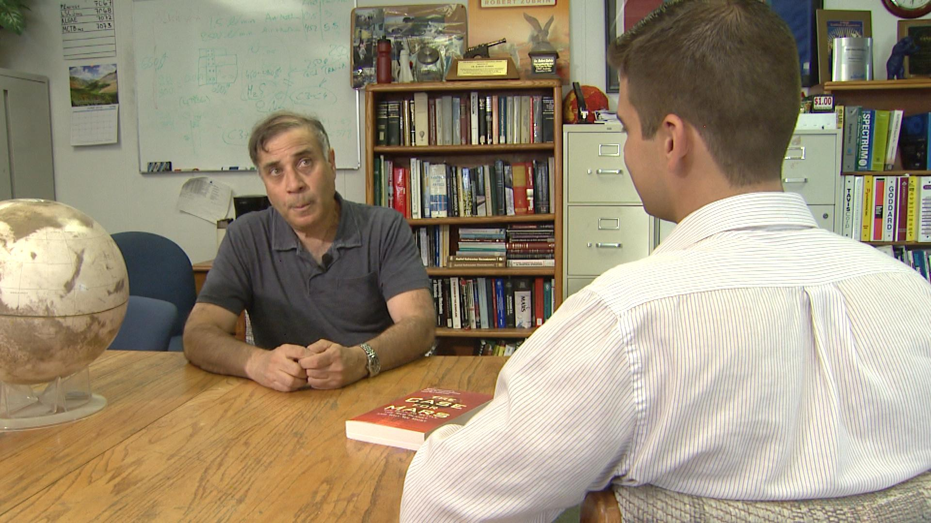 Robert Zubrin talks with CBS4's Mark Taylor (credit; CBS)
