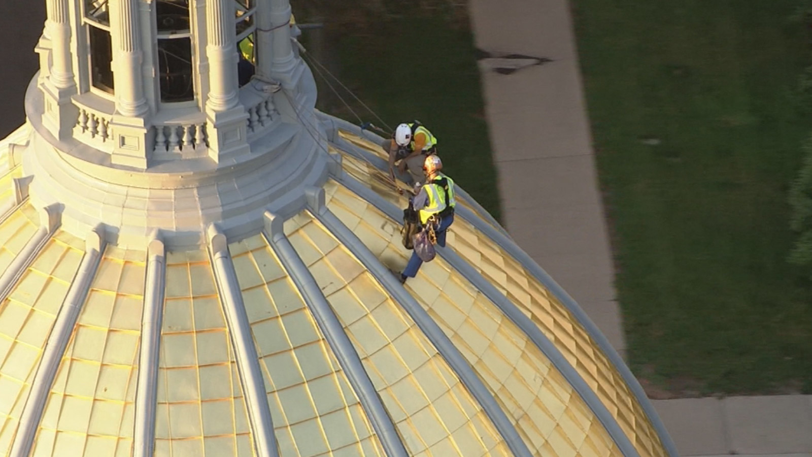 Copter4 flew over as workers replace gold leaf on the state Capitol dome (credit: CBS)