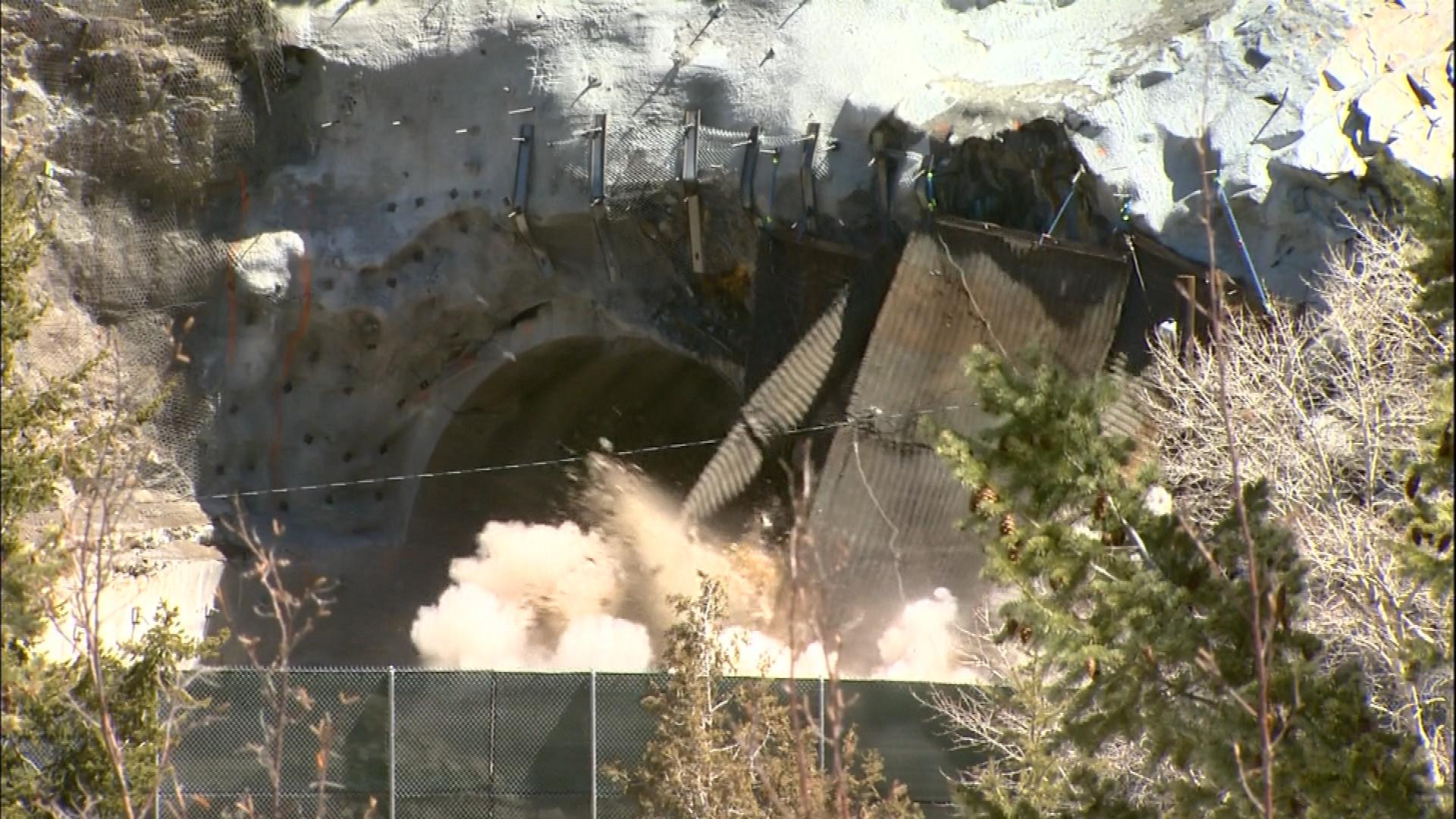 Blasting at the Twin Tunnels (credit: CBS)