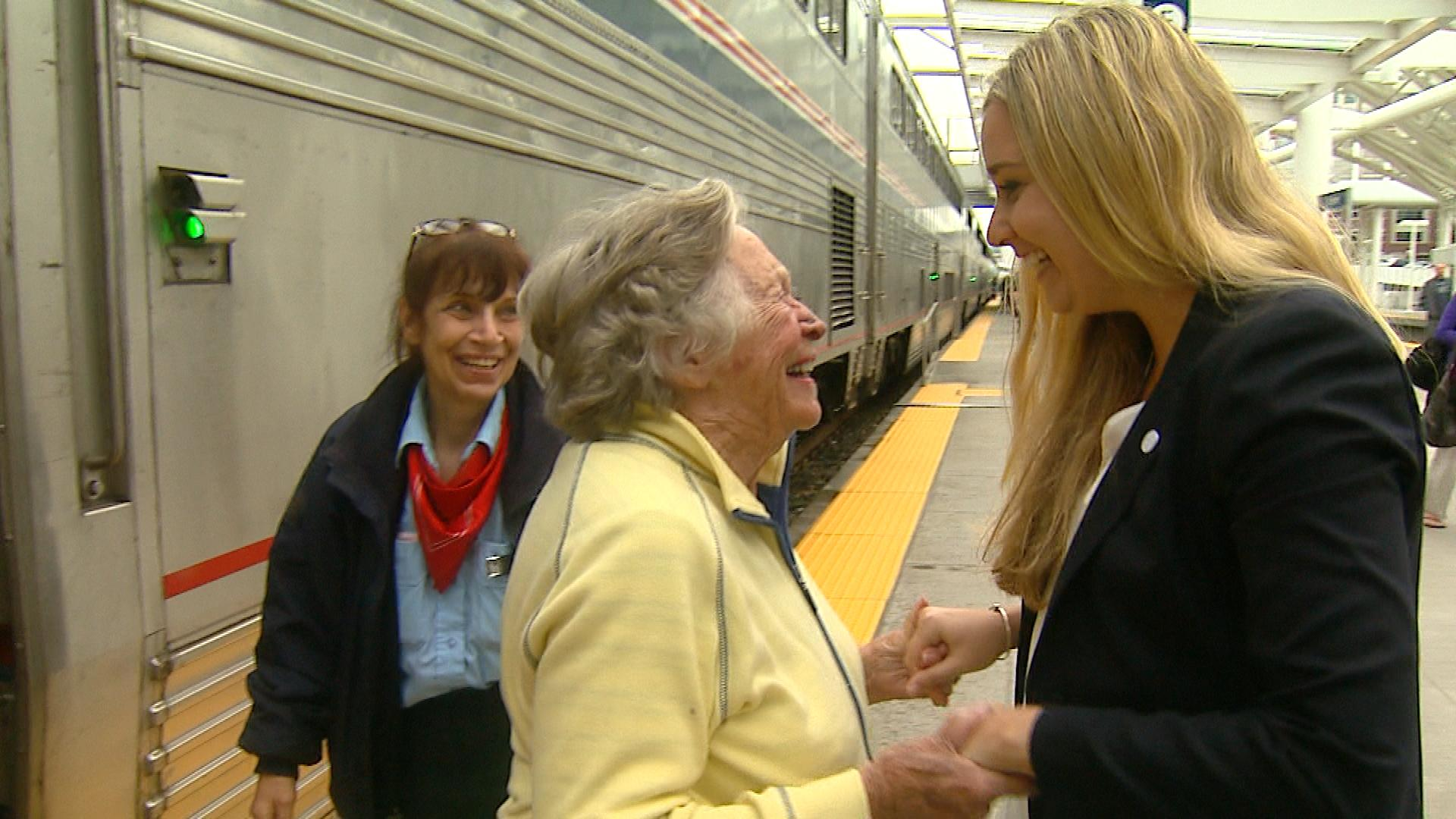 Dorothy Kolberg is greeted by her granddaughter Elizabeth at Union Station (credit: CBS)