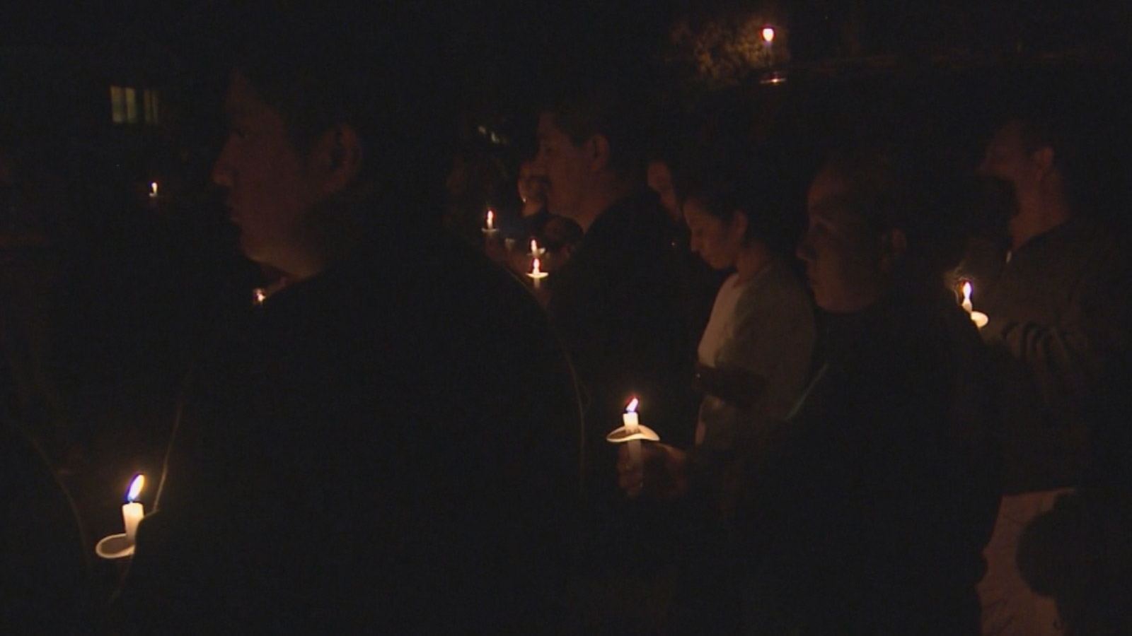 Neighbors gathered to remember a toddler killed in a mobile home fire in Boulder (credit: CBS)