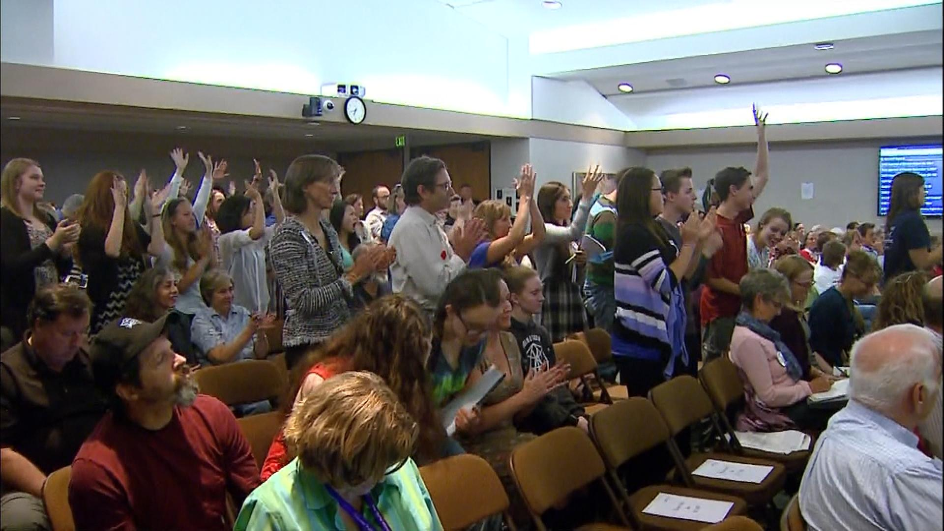 The crowd at the school board meeting on Thursday (credit: CBS)