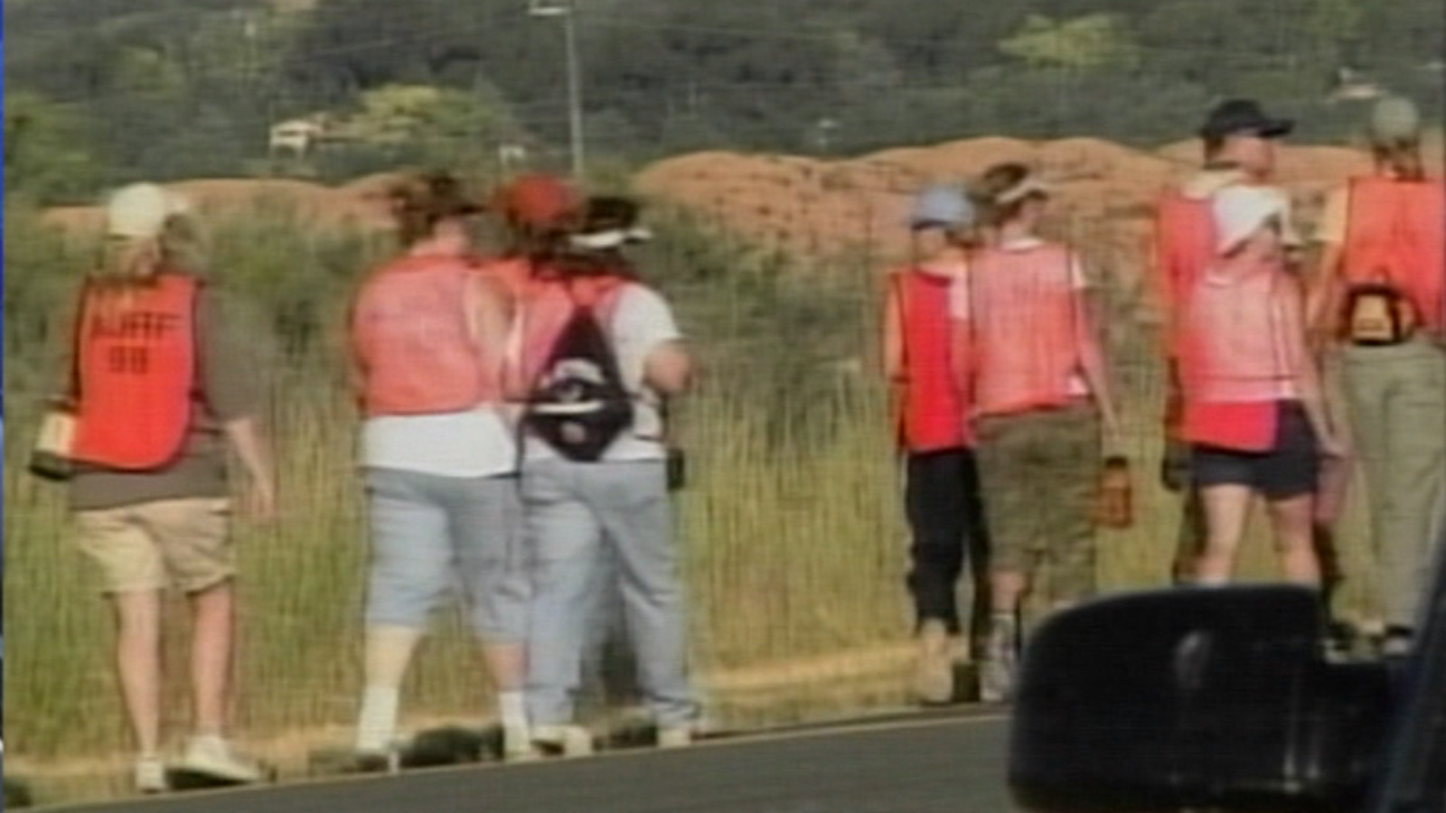 Volunteers search for Paige Birgfeld outside of Grand Junction after she went missing in 2007. (credit: CBS)