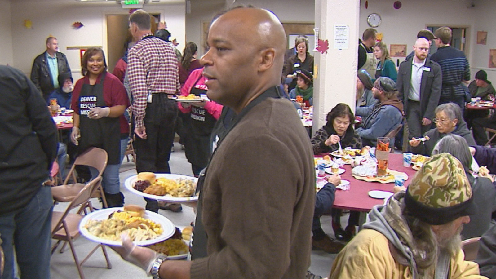 Denver Mayor Michael Hancock served lunch to the homeless on Wednesday (credit: CBS)