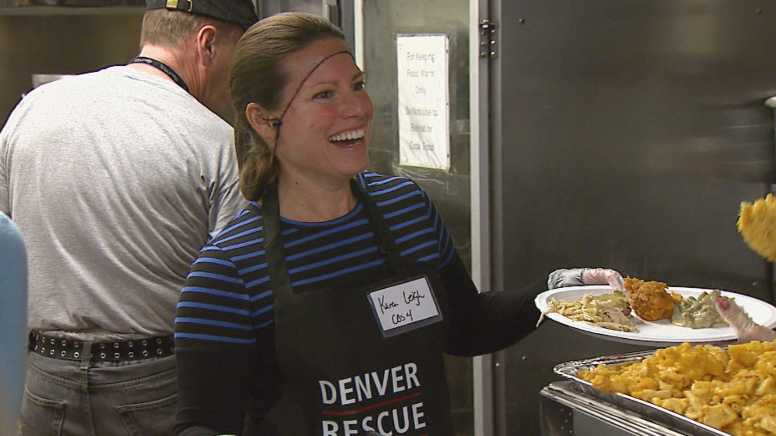 CBS4's Karen Leigh served lunch at the Denver Rescue Mission on Wednesday (credit: CBS)