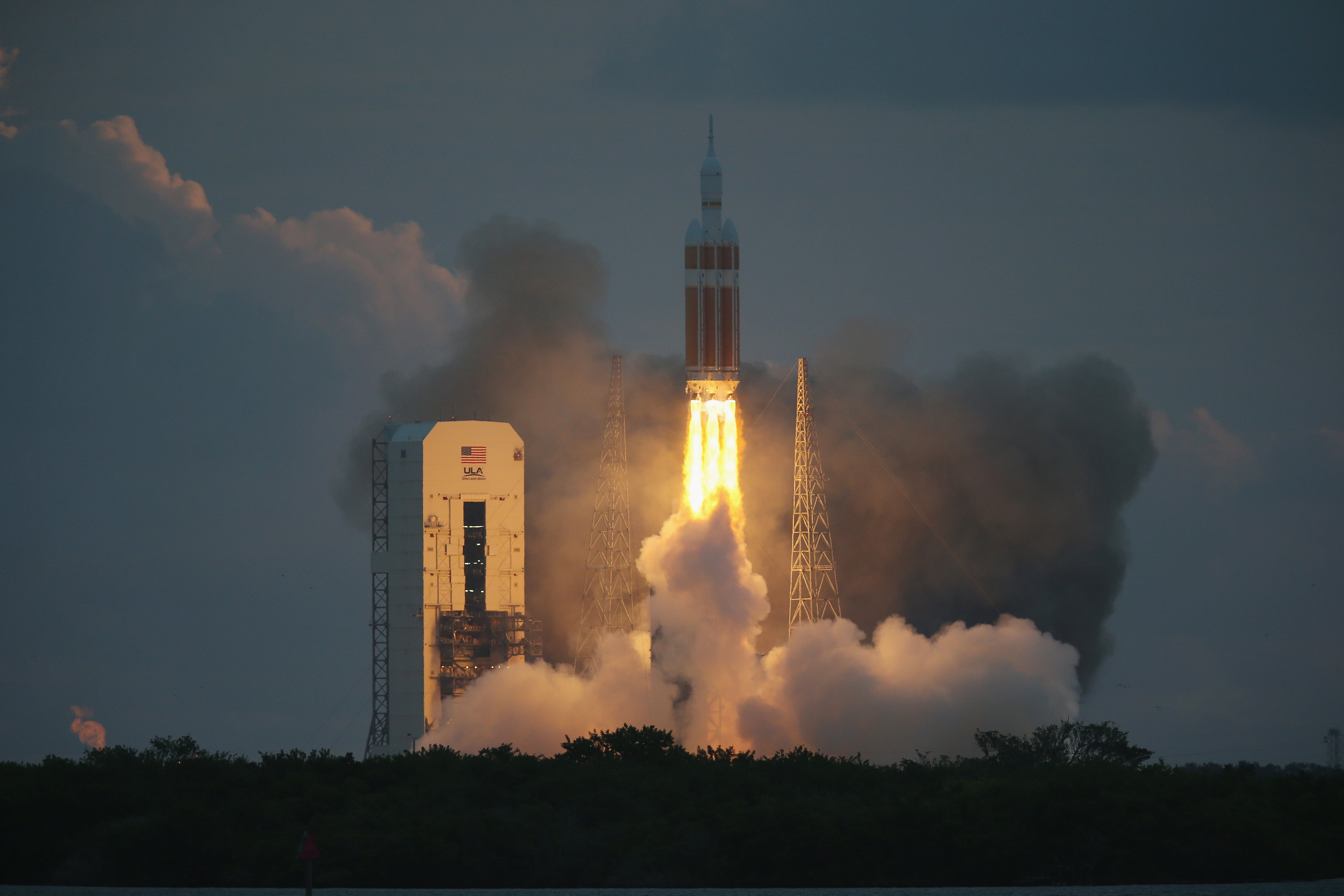 The United Launch Alliance Delta 4 rocket carrying NASA's first Orion deep space exploration craft takes off from its launchpad on December 5, 2014 in Cape Canaveral, Florida.  The heavy-lift rocket will boost the unmanned Orion capsule to an altitude of 3,600 miles, and returning for a splashdown west of Baja California after a four and half hour flight.  (Photo by Joe Raedle/Getty Images)