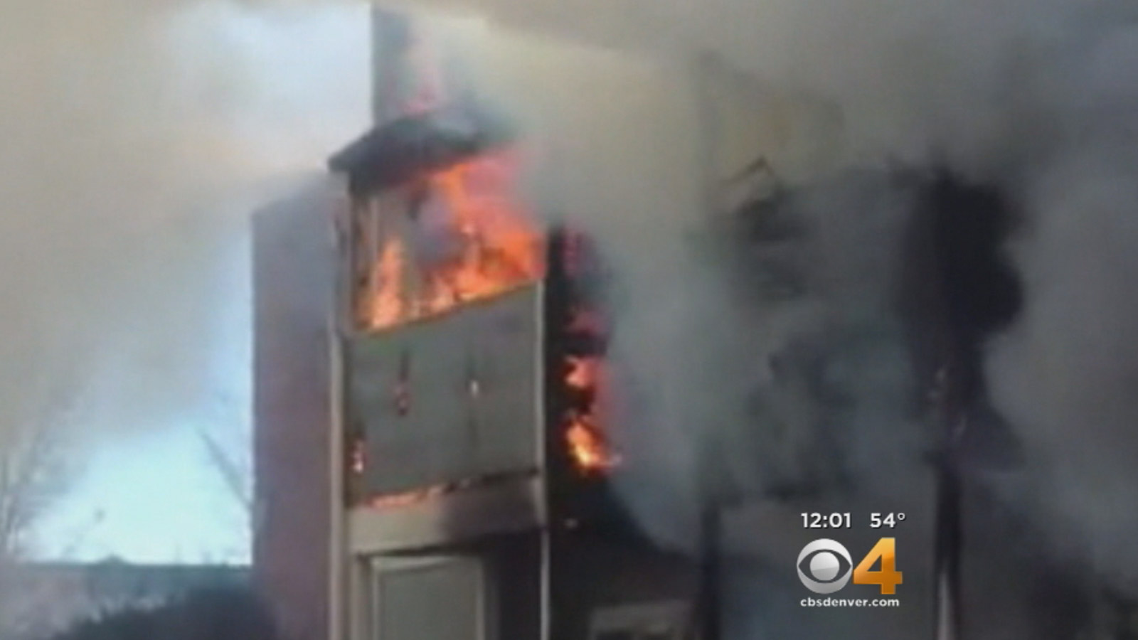 CBS4 YouReporter Jonathan Ring took video of the 2-alarm fire at the Green Leaf Oaks apartments Friday morning (credit: CBS)