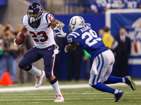 Mike Adams tries to tackle Houston running back Arian Foster on December 14, 2014. (Photo by Michael Hickey/Getty Images)