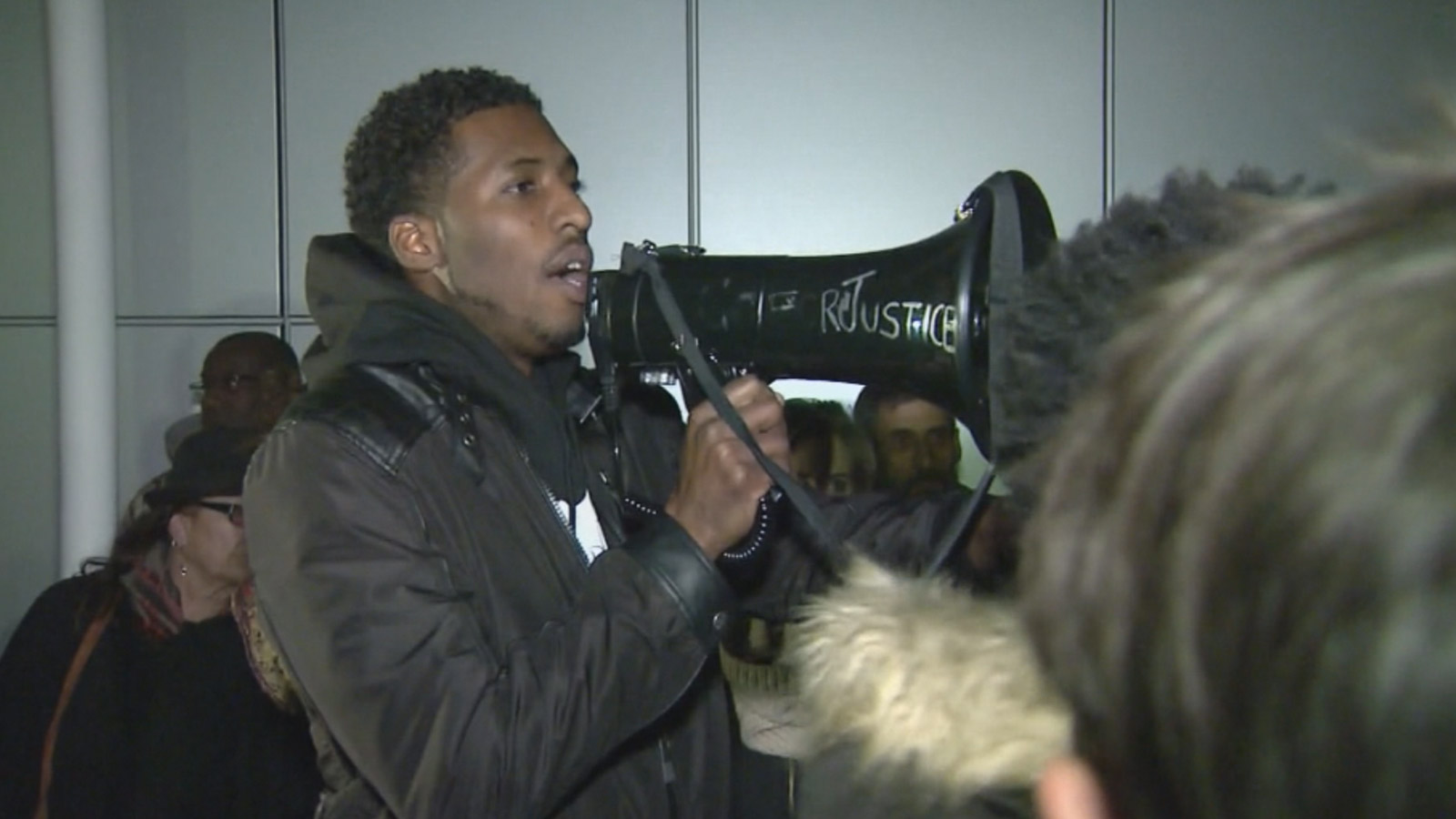 Protesters rallied outside Denver District 2 Police Headquarters (credit: CBS)