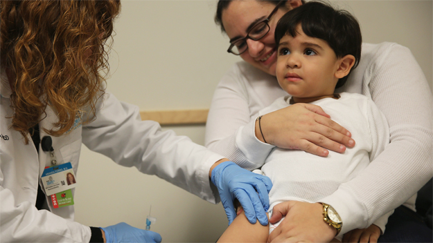 Vaccination (Photo by Joe Raedle/Getty Images)