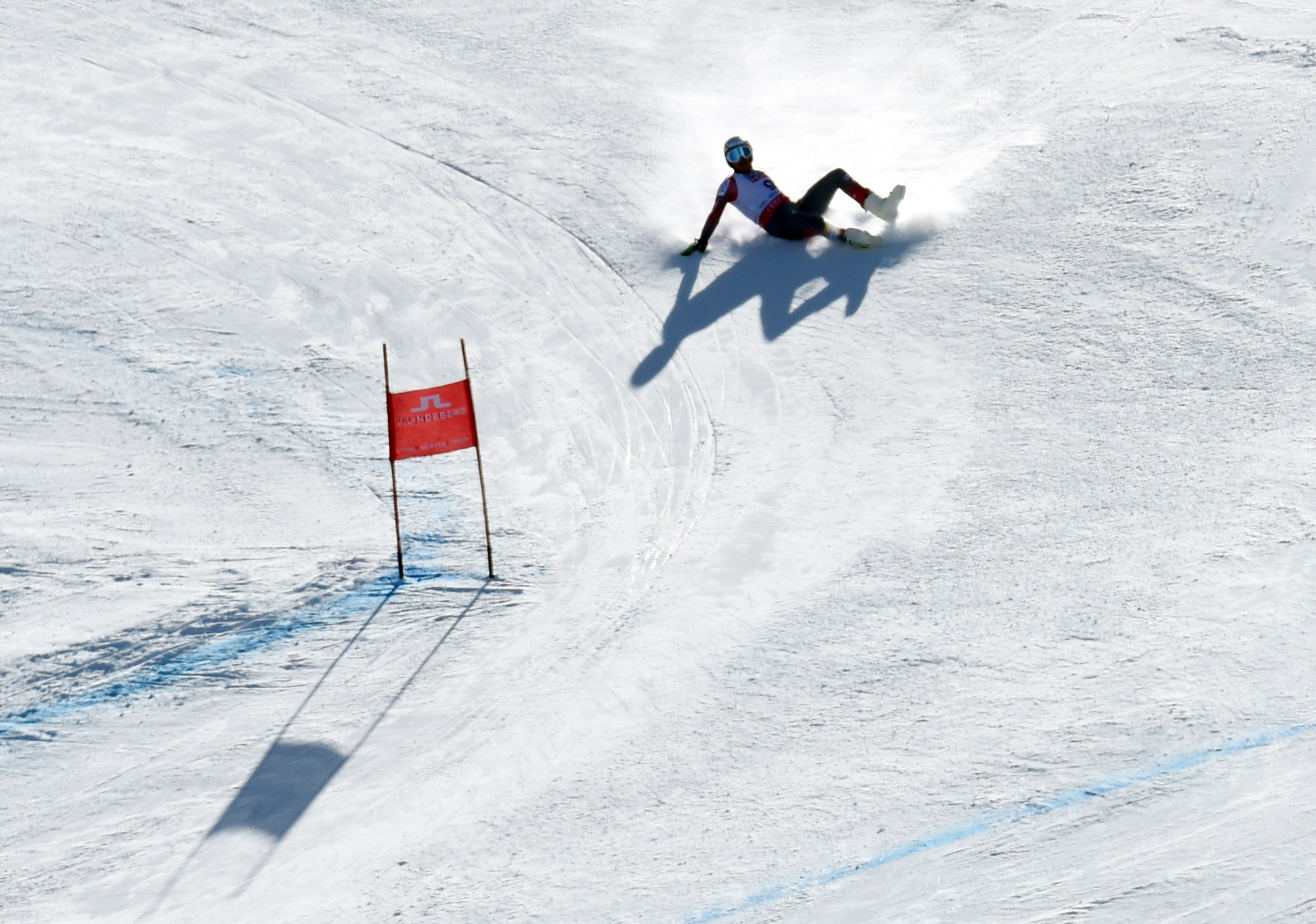 Bode Miller of the US slides down the hill after crashing during his run in the 2015 World Alpine Ski Championships men's Super G Feb. 5, 2015, in Beaver Creek. (credit: DON EMMERT/AFP/Getty Images)