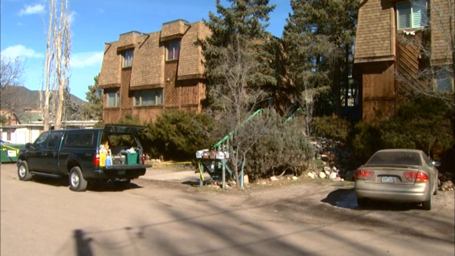 The apartment complex in Carbondale (credit: CBS)
