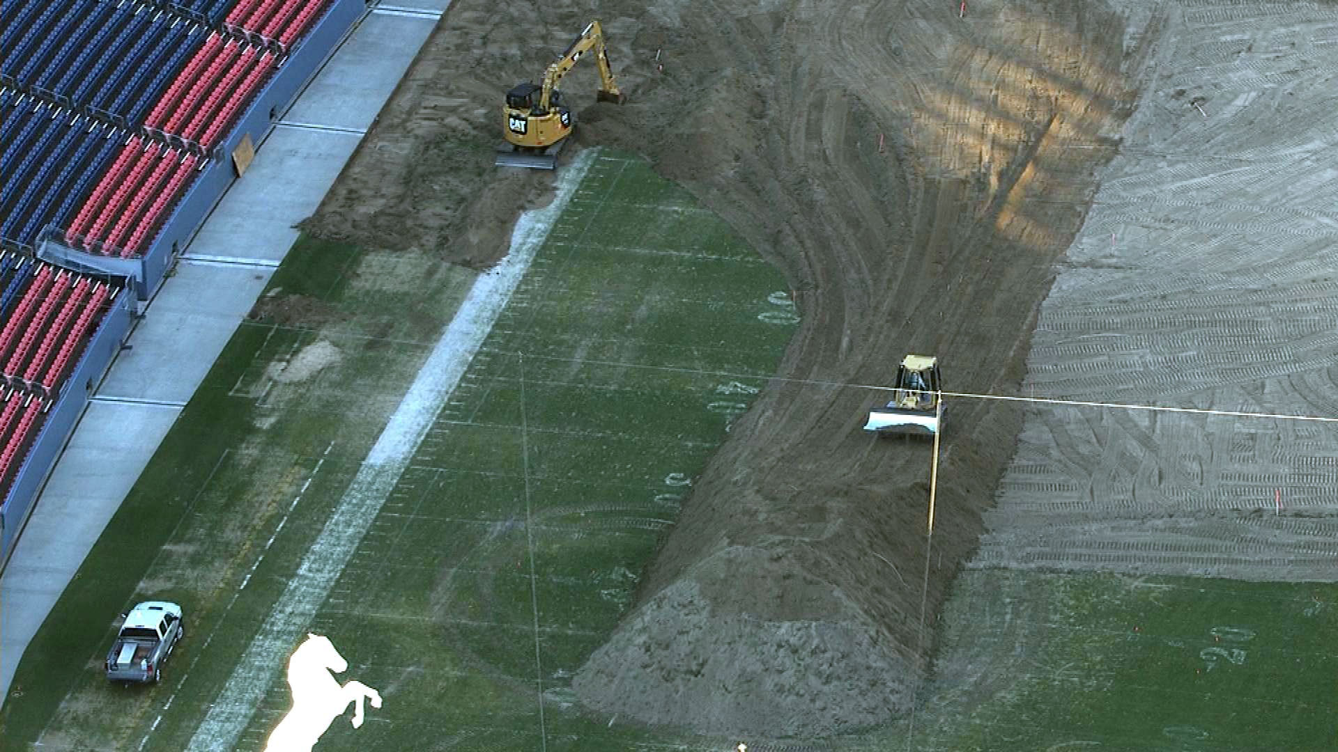 An image of the work being done on Wednesday from Copter4 (credit: CBS)
