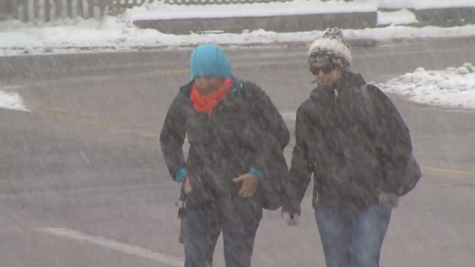 The spring snow surprised some visitors to Estes Park on Thursday (credit: CBS)
