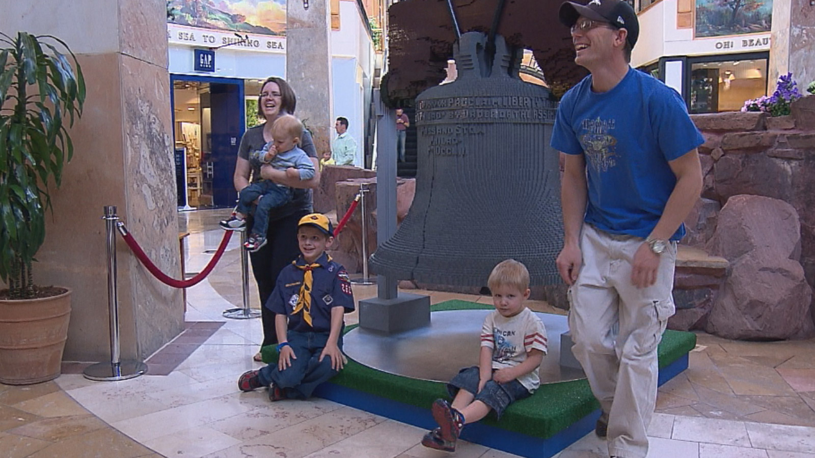 The LEGO Americana Roadshow at the Park Meadows Mall (credit: CBS)