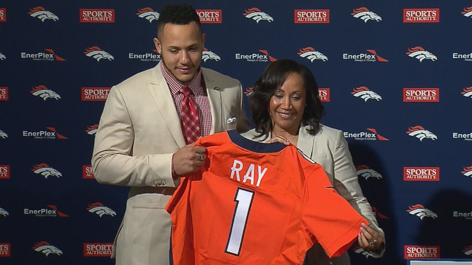 Shane Ray and his mother pose with his Broncos jersey on Friday (credit: CBS)