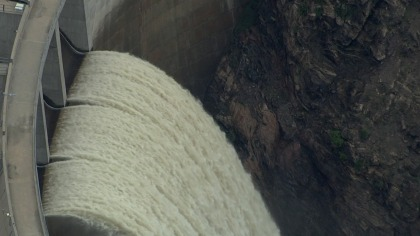 Water flows over the spillway at Strontia Springs Reservoir after heavy spring rains along the Front Range. (credit: CBS)