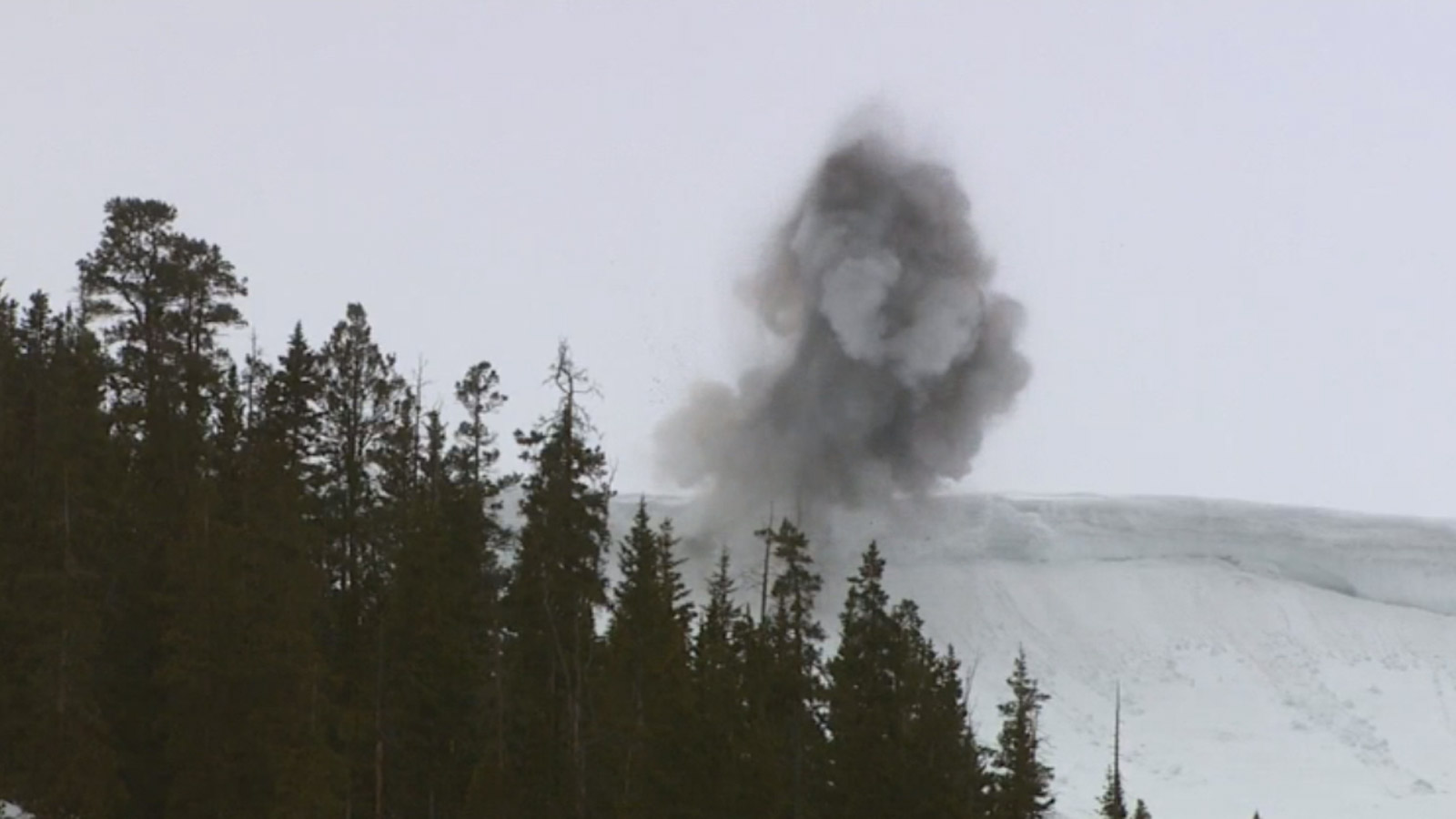 Avalanche blasting on Independence Pass (credit: CBS)