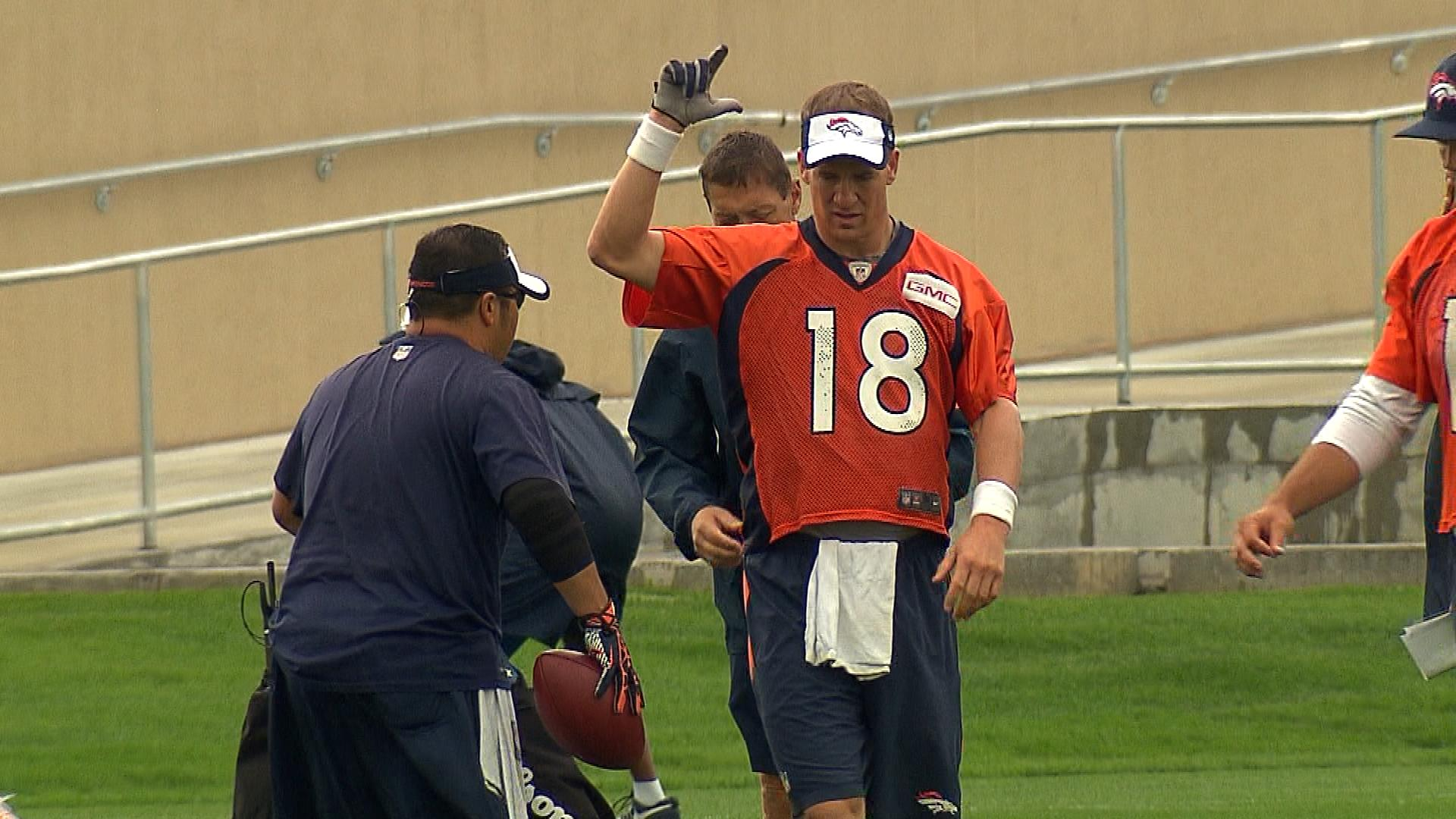 Peyton Manning at practice on Wednesday (credit: CBS)