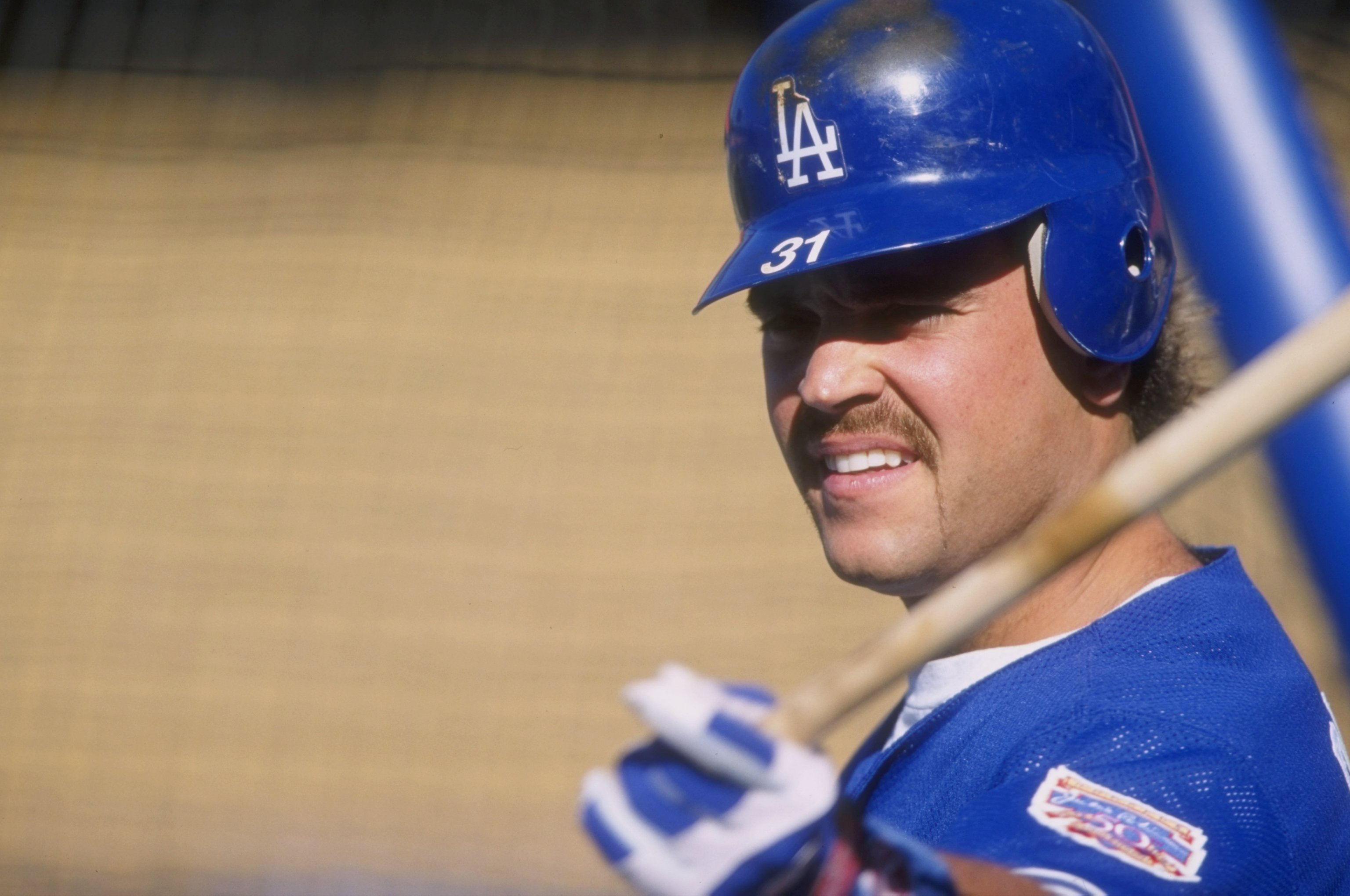 Mike Piazza in 1997 (credit: Todd Warshaw/Allsport/Getty Images)