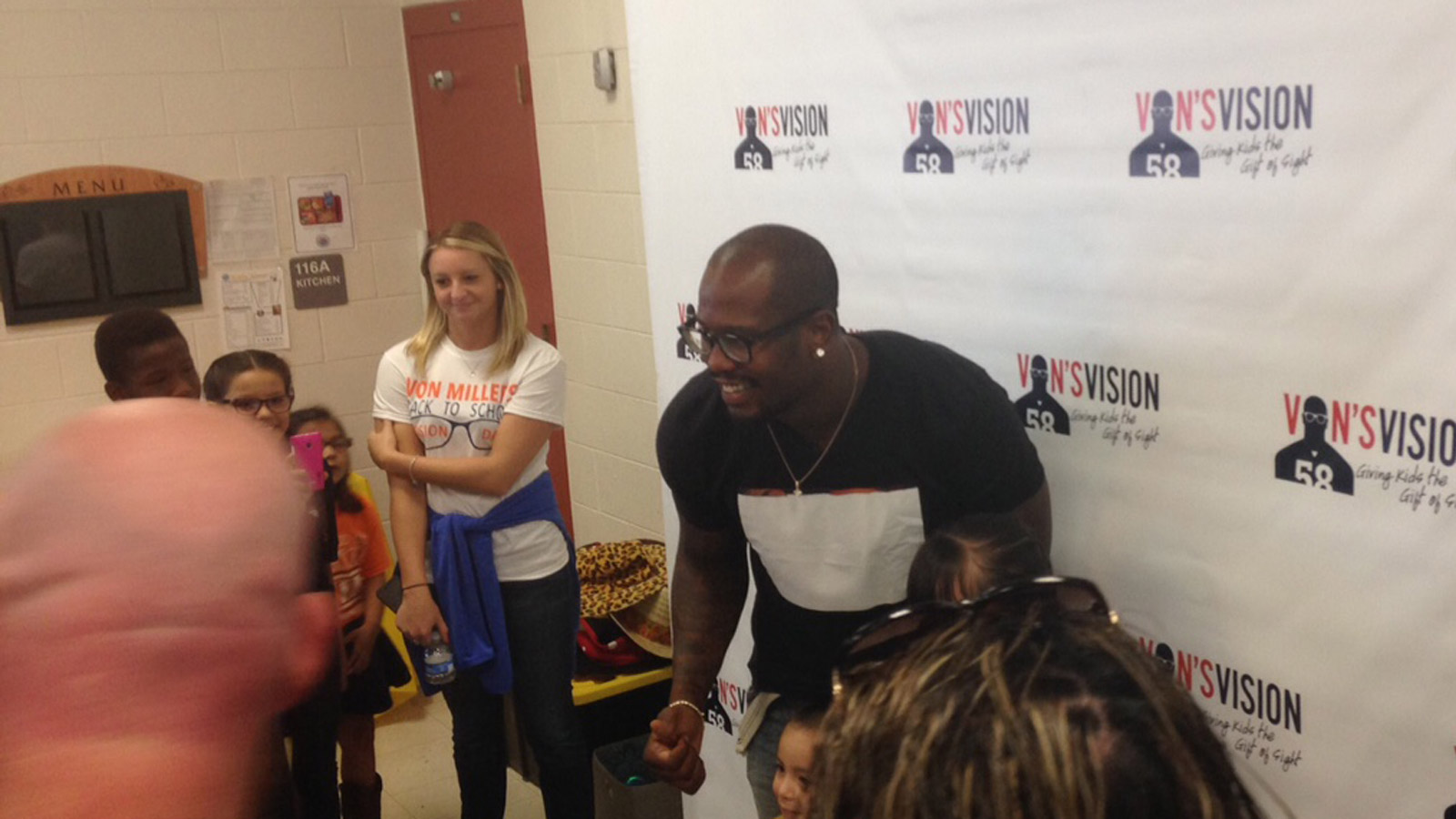 Von Miller's Back to School Vision Day event on Friday (credit: CBS)