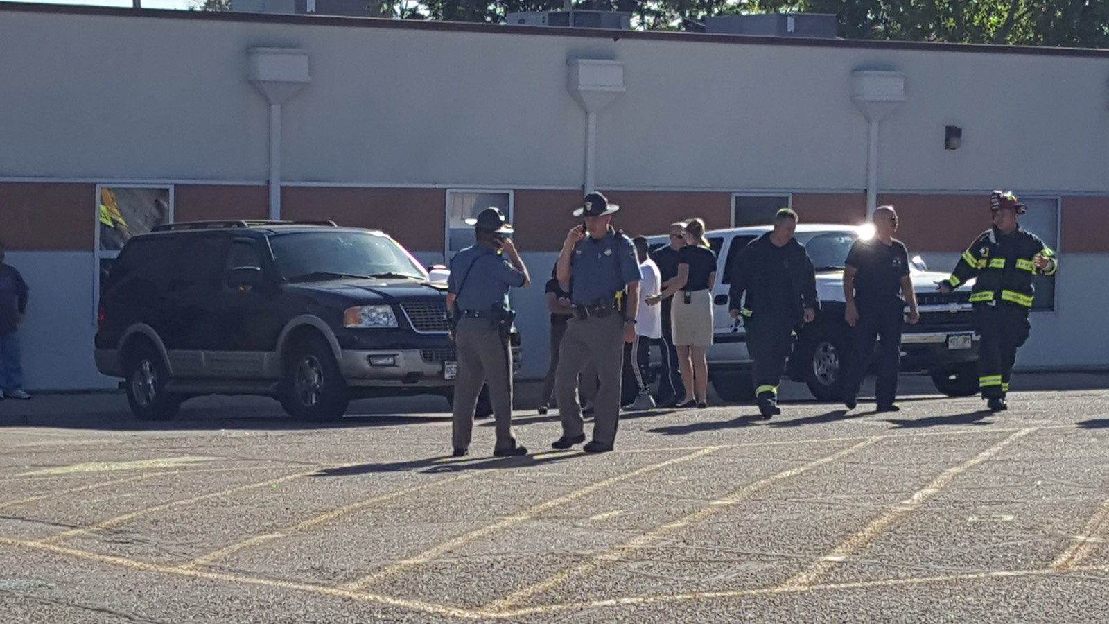 Three students were hurt at Valley View Elementary school (credit: CBS)