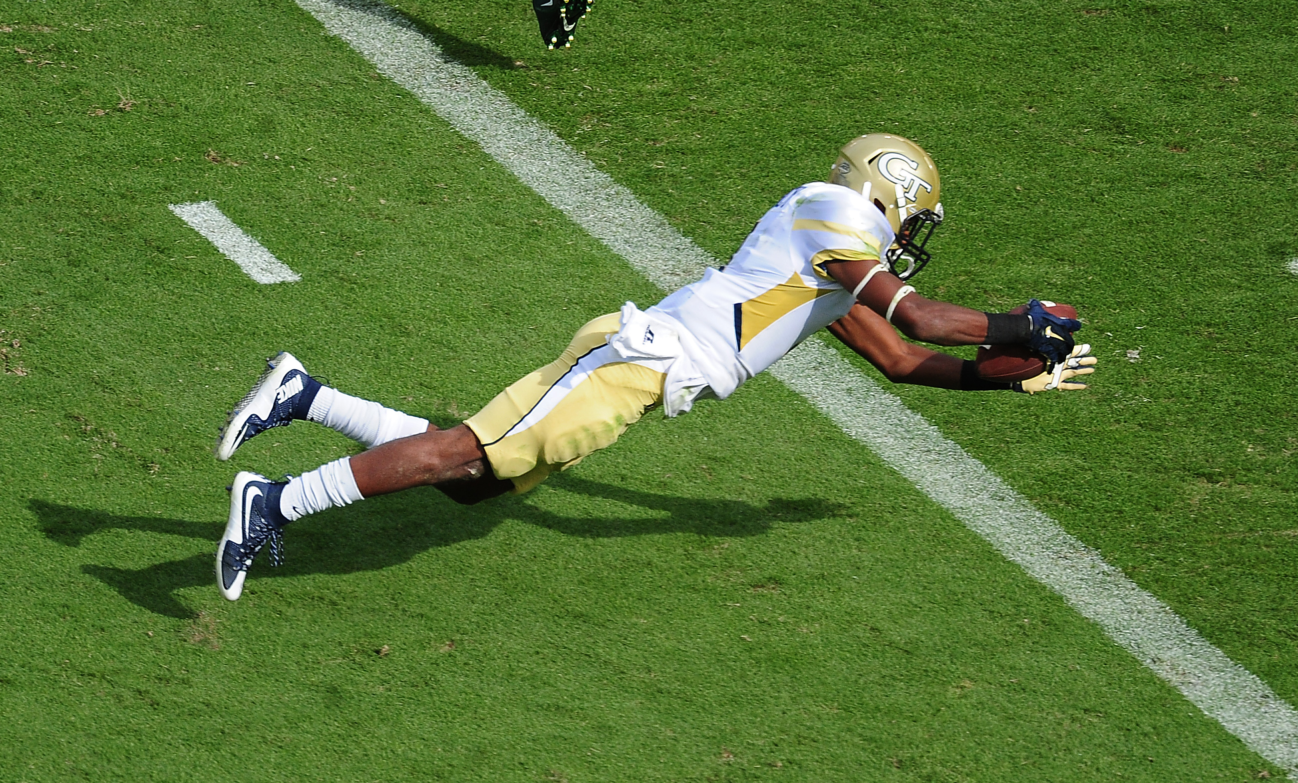 ATLANTA, GA - SEPTEMBER 12: Qua Searcy #1 of the Georgia Tech Yellow Jackets dives across the goal line for a second quarter touchdown against the Tulane Green Wave on September 12, 2015 at Bobby Dodd Stadium in Atlanta, Georgia. (Photo by Scott Cunningham/Getty Images)