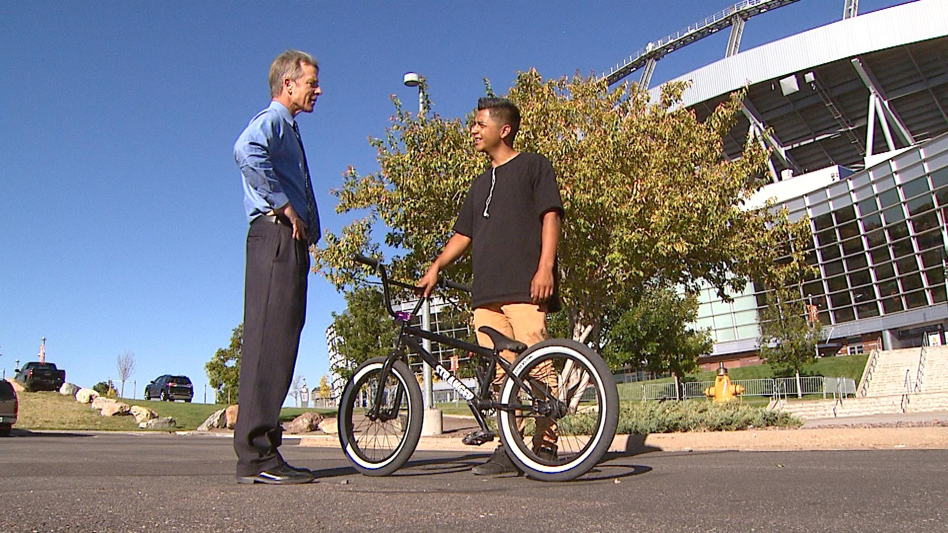CBS4's Tom Mustin talks with Simon Zavala whose had two bike stolen (credit: CBS)