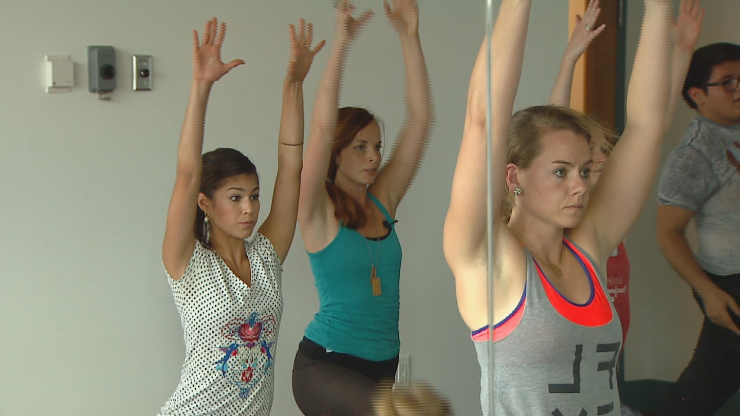 CBS4's Britt Moreno takes a bilingual yoga class at Flex (credit: CBS)