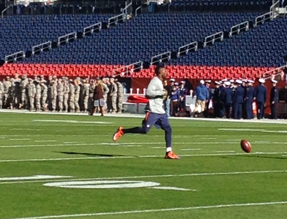 Emmanuel Sanders testing his ankle Sunday morning (credit: CBS)