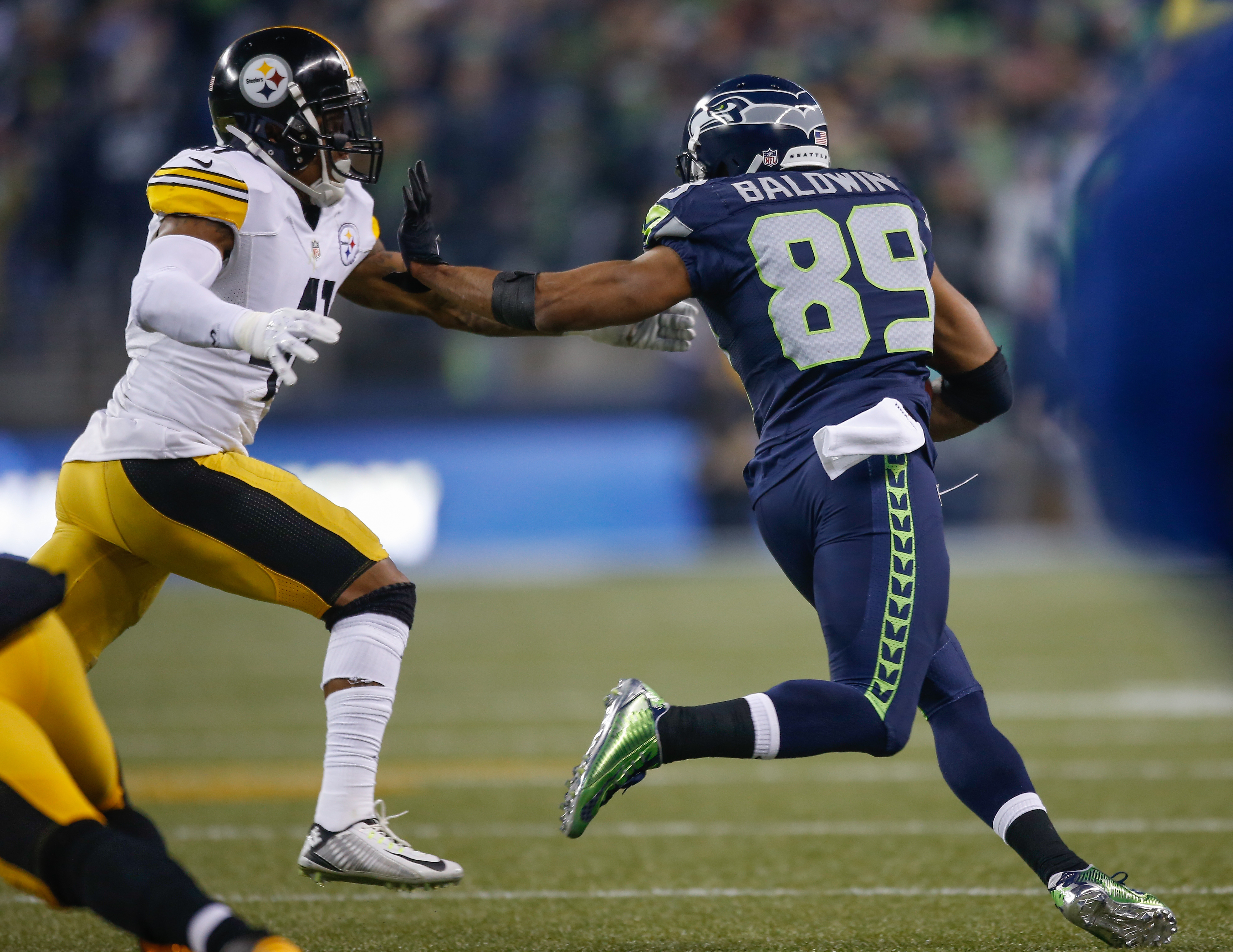 Wide receiver Doug Baldwin of the Seattle Seahawks scores a touchdown against the Pittsburgh Steelers at CenturyLink Field on Nov. 29, 2015 in Seattle. (credit: Otto Greule Jr/Getty Images)