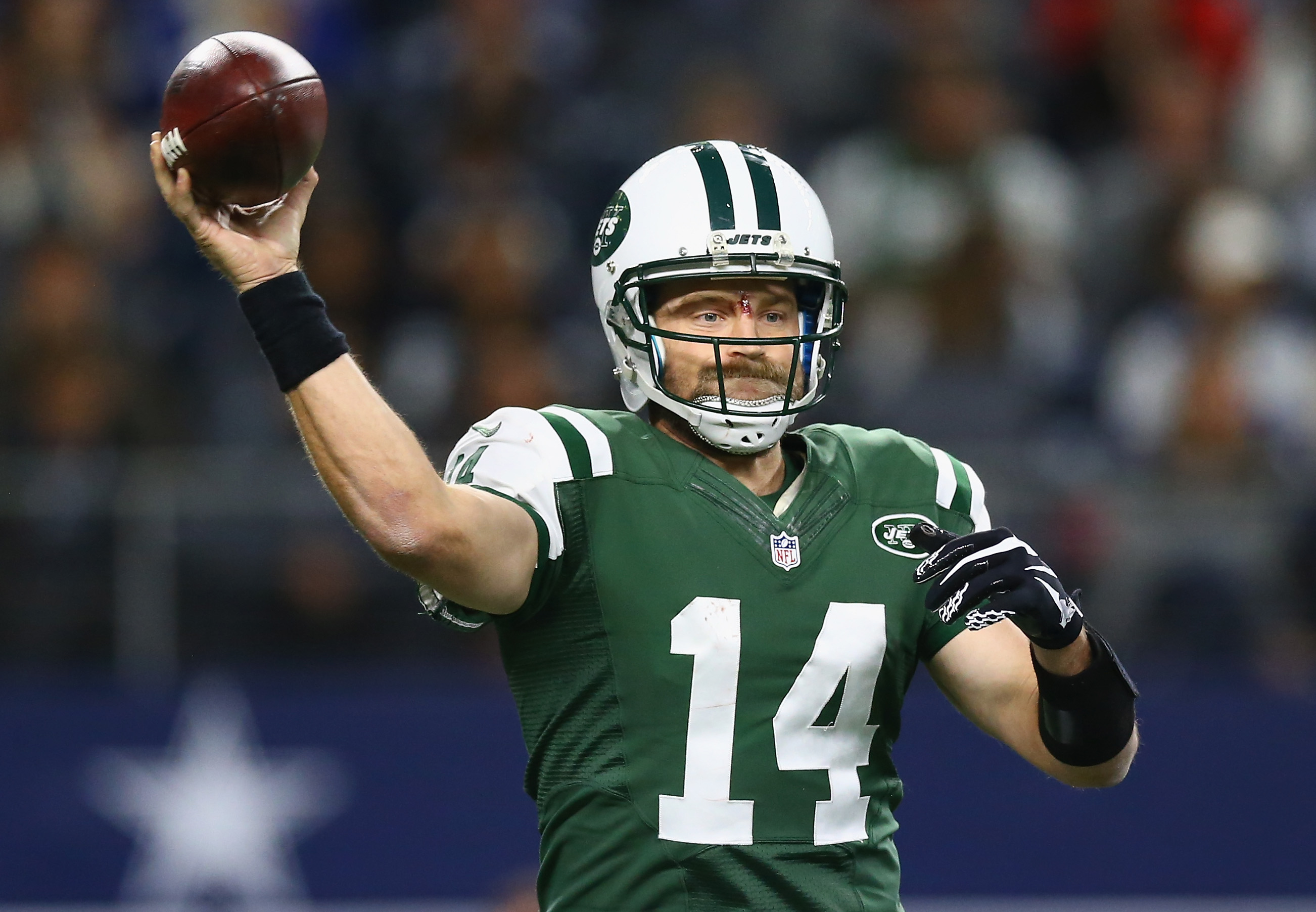 Ryan Fitzpatrick of the New York Jets looks for an open receiver against the Dallas Cowboys at AT&T Stadium in Arlington, Texas, on Dec. 19, 2015. (Photo by Tom Pennington/Getty Images)