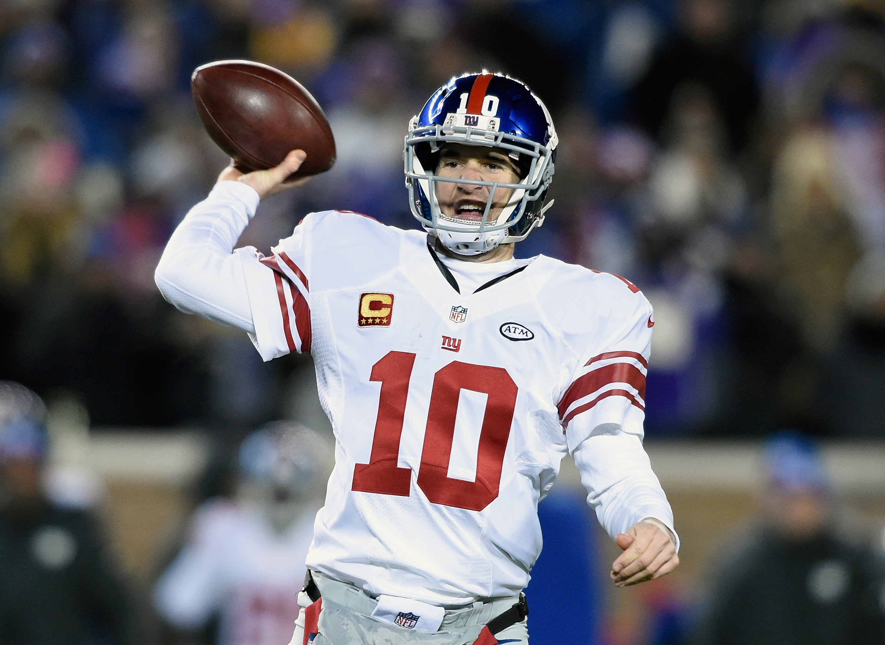 Giants quarterback Eli Manning passes the ball during the second quarter of the game against the Minnesota Vikings at TCF Bank Stadium in Minneapolis on Dec. 27, 2015. (Photo by Hannah Foslien/Getty Images)