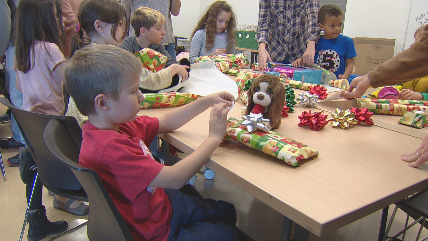 Kids wrapped presents for children at the Central Park Rec Center (credit: CBS)