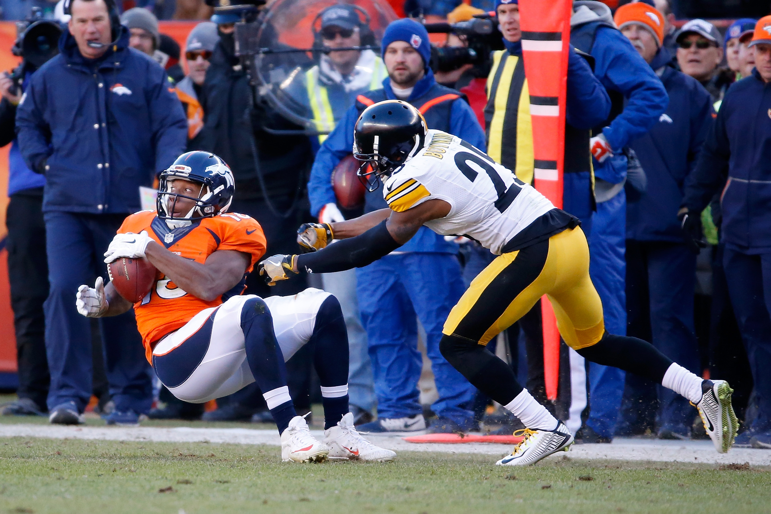 Emmanuel Sanders #10 of the Denver Broncos has a catch under coverage by Brandon Boykin #25 of the Pittsburgh Steelers during the AFC Divisional Playoff Game at Sports Authority Field at Mile High on January 17, 2016 in Denver, Colorado. (Photo by Sean M. Haffey/Getty Images)