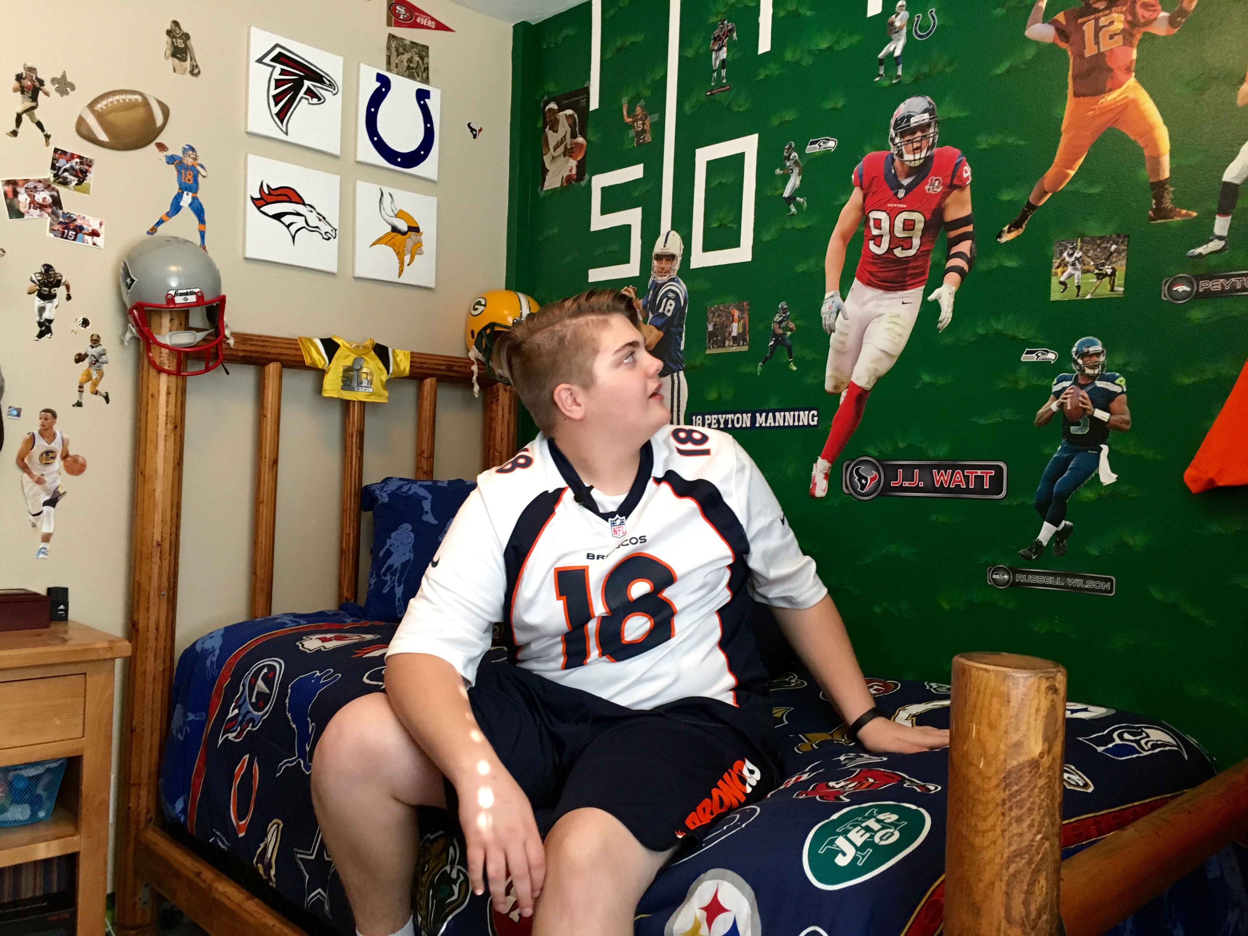 Talon Peterson in his room (credit: CBS)