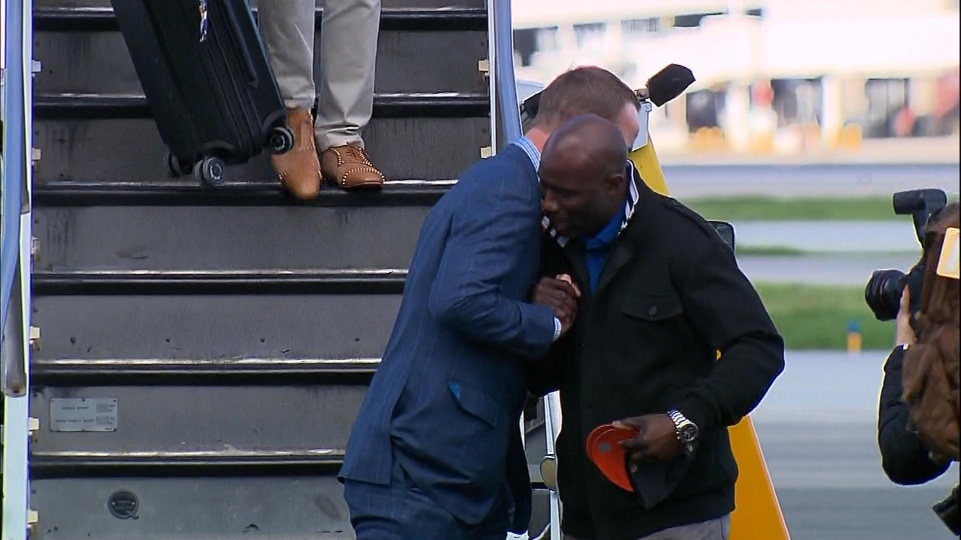 Peyton Manning gets a hug from Terrell Davis after getting off the plane (credit: CBS)