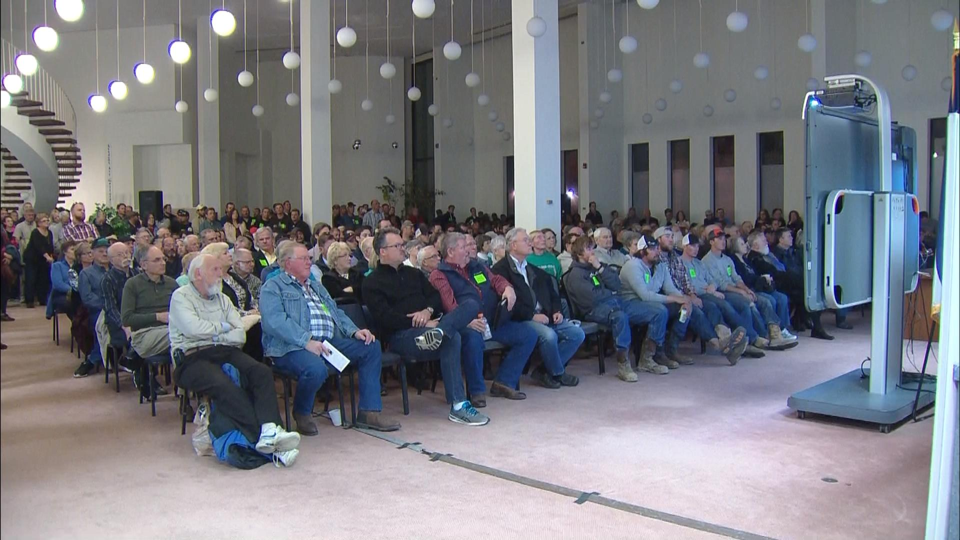 The packed meeting Tuesday night in Greeley (credit: CBS)