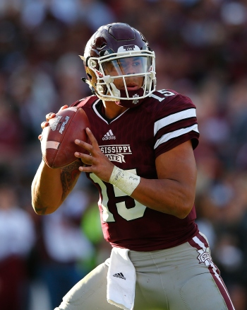 Dak Prescott of the Mississippi State Bulldogs at Davis Wade Stadium on Nov. 14, 2015 in Starkville, Mississippi. (Photo by Kevin C. Cox/Getty Images)