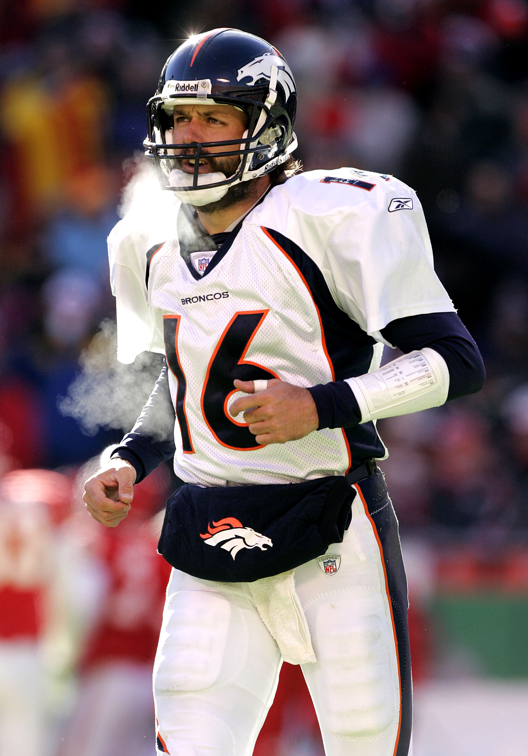 Quarterback Jake Plummer of the Denver Broncos at Arrowhead Stadium on Dec. 19, 2004. (credit: Brian Bahr/Getty Images)